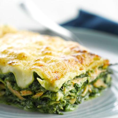 Lasagnes au saumon épinards et pignons