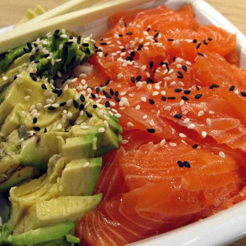 Chirashi saumon frais, avocat et sauce soja