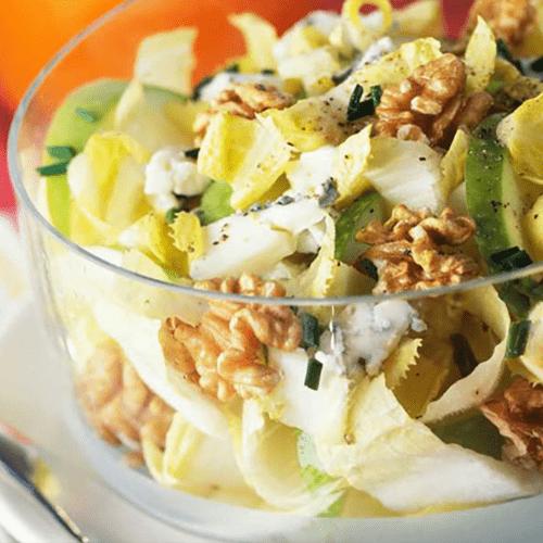 Salade endives, pommes vertes, roquefort et noix